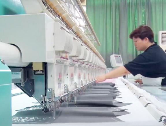 自社工場での刺繍加工